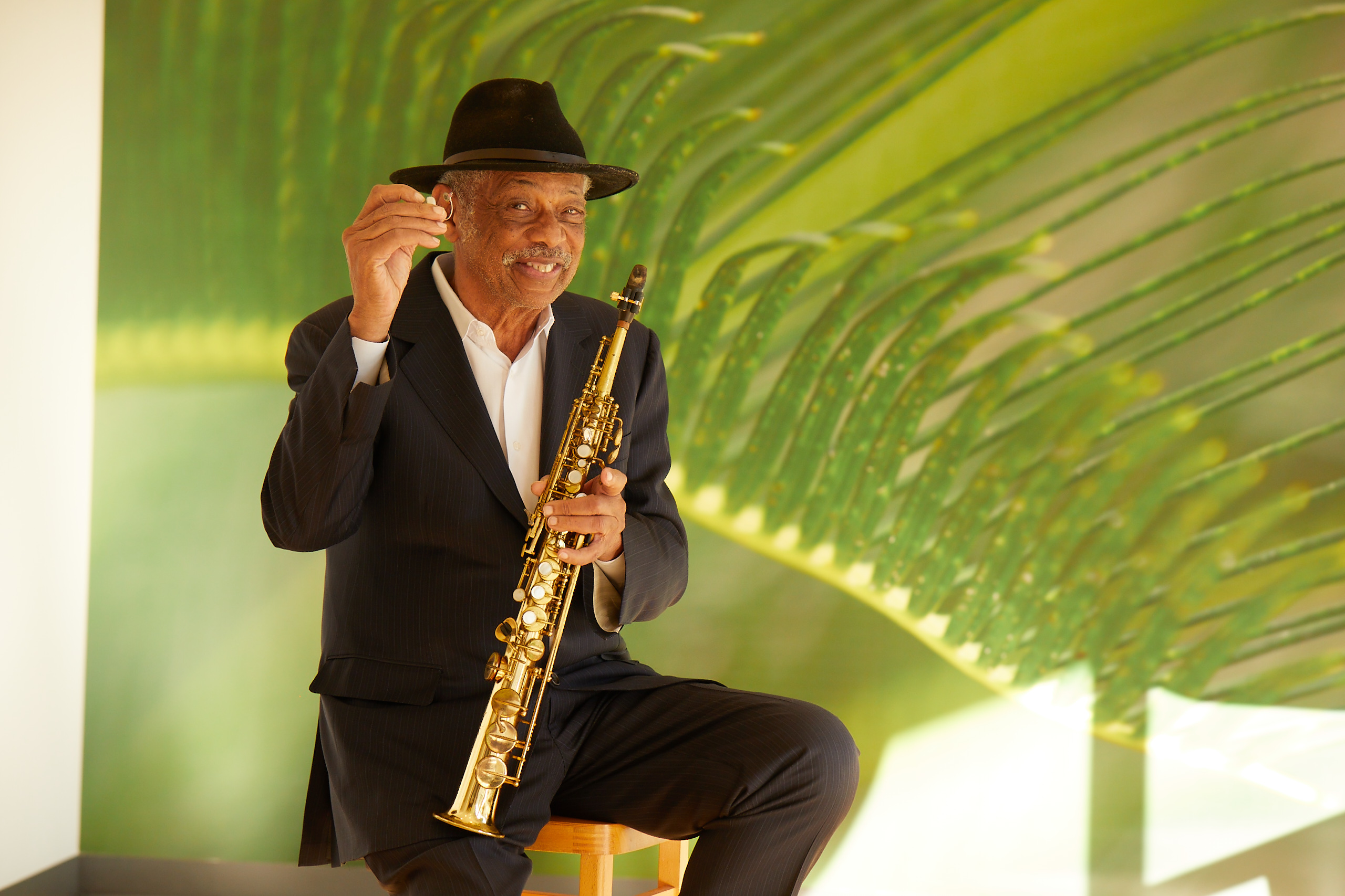 New hearing aids for jazz legend Charles Owens | Sonova International